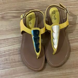 Euro soft by soft mustard color sandals size 6